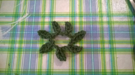 Crochet Daisy Wreath - leaves