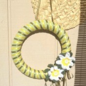 Crochet Daisy Wreath - wreath hanging