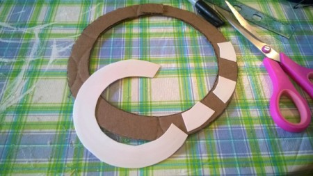 Patriotic Straw Wall Art - cut pieces of the left over lid to reinforce the paper circle