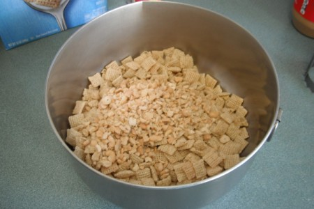 Chex and nuts in bowl