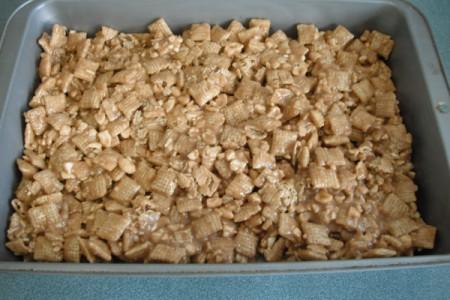 No-Bake Peanut Butter Caramel Crunch in pan