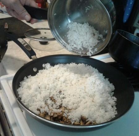 rice added to mushrooms