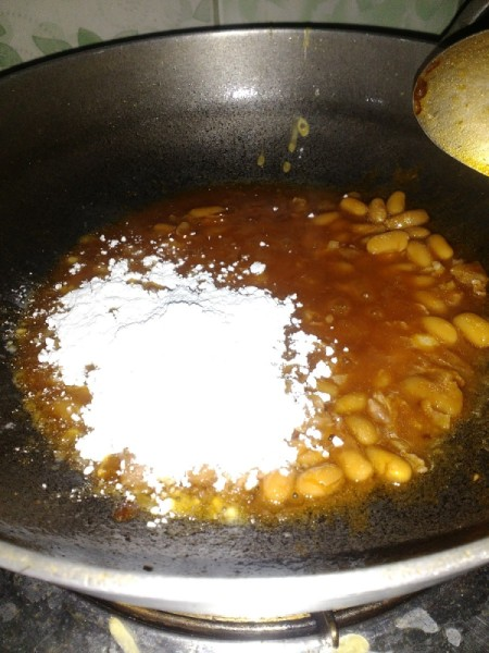 flour added to beans in pan
