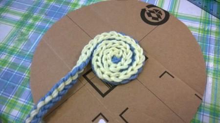 Spiral Yarn Photo Frames - begin spiraling on cardboard