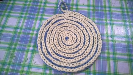 Spiral Yarn Photo Frames - finished blue and white