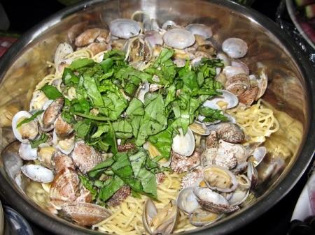 Spaghetti with Clams in pan