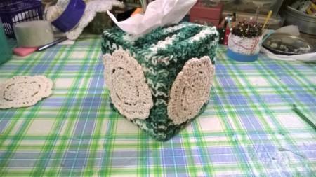 Crochet Tissue Box Cover and Bath Decor - mini dollies attached