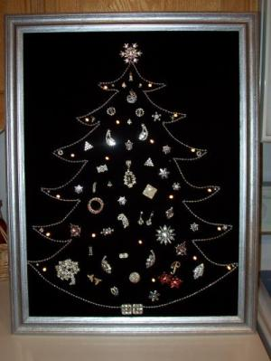 RE: Costume Jewelry Christmas Tree