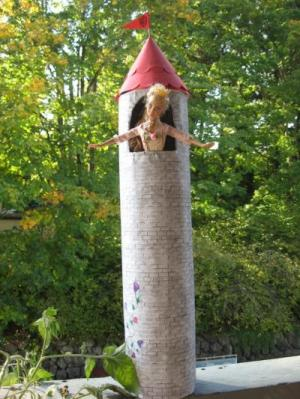 4 Formula cans makes a Rapunzel castle for your little girl