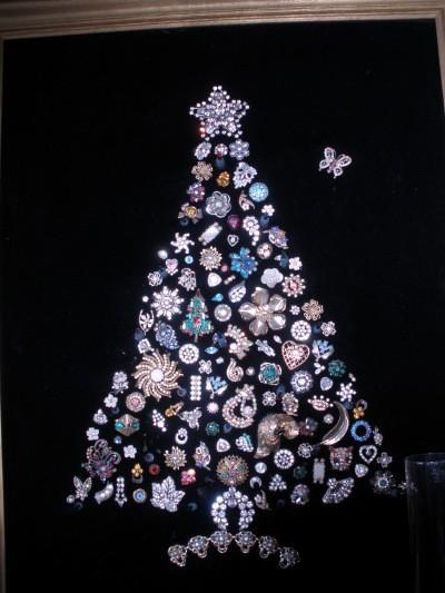 Making a Costume Jewelry Christmas Tree | ThriftyFun