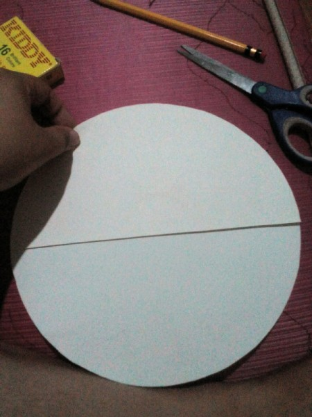 Day and Night Spinning Card  - put the cut piece on the full circle and trace the horizontal line