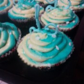 decorated blue & white cupcakes