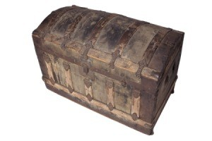 Photo of an old steamer trunk with a curved lid.
