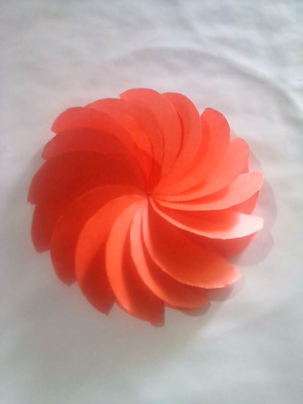 how to make folded circle paper flowers