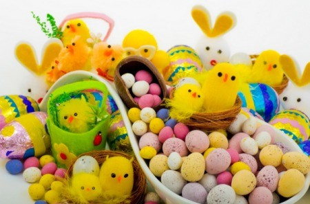 A picture of variety of different types of Easter candy.