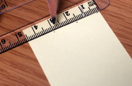 Divide the bookmark into thirds by marking every 1.5cm.