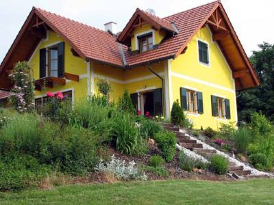 Exterior Paint Color To Coordinate With Maroon Iron Roof
