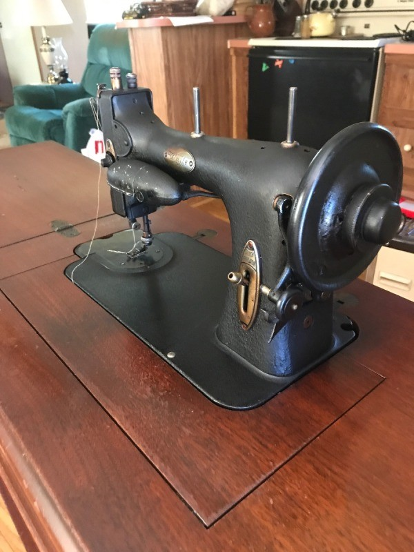 Finding The Value Of A Vintage White Sewing Machine ThriftyFun Best How Much Are Old Sewing Machines Worth