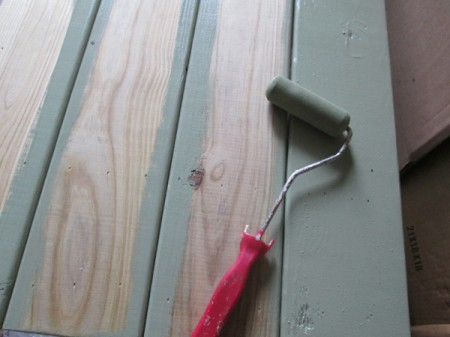 Outdoor Bench Made Easy - roller being used to stain