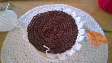 Calorie Free Crochet Cake Decoration - frosting scallops