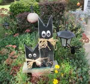 Scrap wood painted Halloween cats.