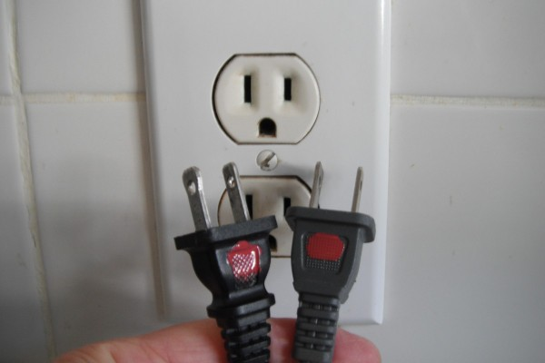 Marking Electrical Plugs | ThriftyFun