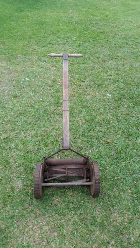 Value of Adam's Presto Vintage Push Mower - reel mower on a lawn