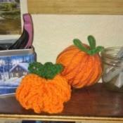 Crochet Yarn Pumpkins - two styles of yarn pumpkins