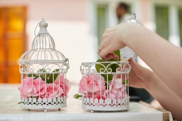 Craft uses for a bird cage thriftyfun - Decoration table communion fille ...
