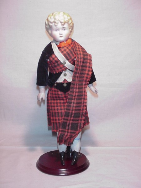 Information on a Alt. Beck & Gottschalk Bisque Doll 1064 #0 - white bisque doll in Scottish attire