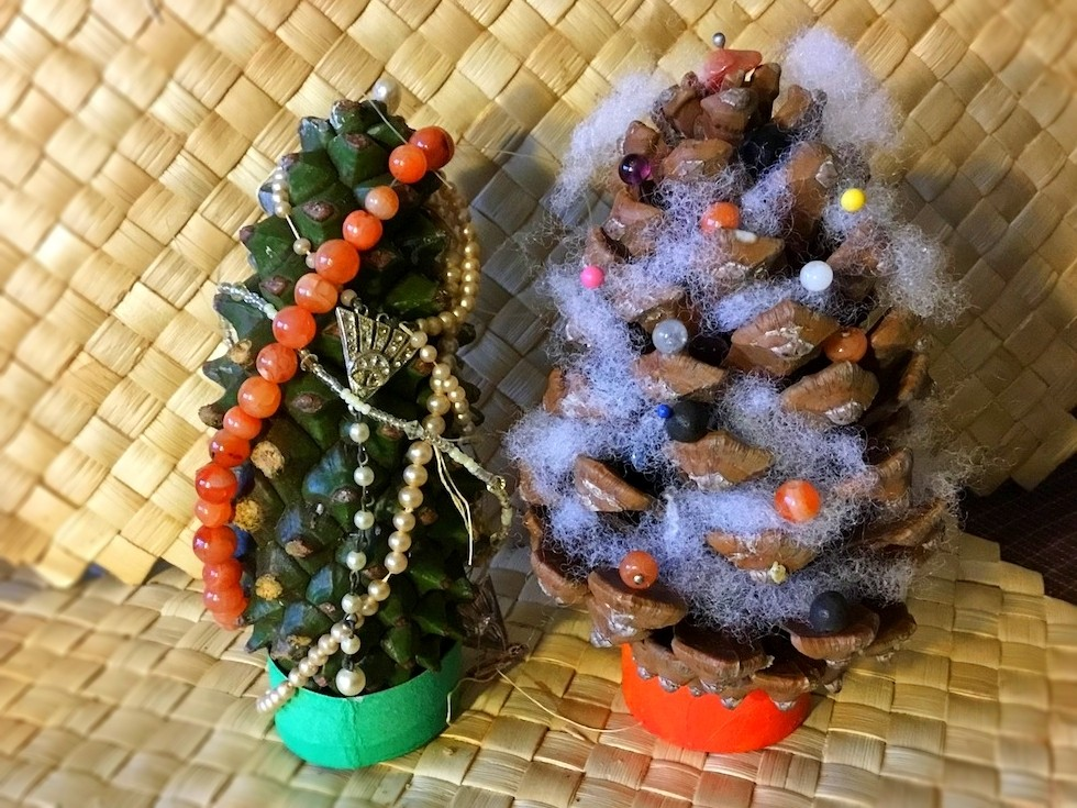 Pine Cone Christmas Tree Craft.Making Pinecone Christmas Trees Thriftyfun