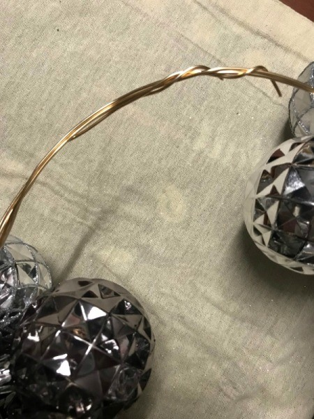 Christmas Ornaments Wreath - twisted wires
