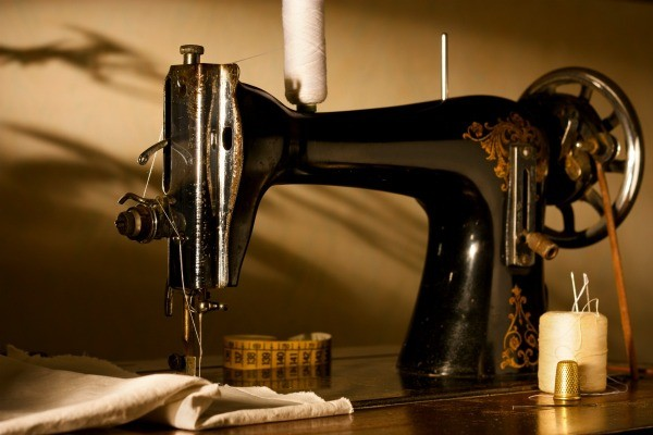 Repairing Handwheel On A Singer Sewing Machine ThriftyFun Inspiration Singer Sewing Machine Model 7422 Manual