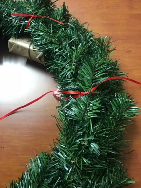 Present Wreath - back of wreath