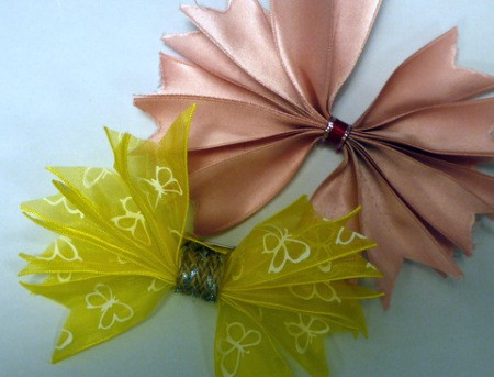 Pleated Ribbon Brooch - experiment with various types and colors of ribbon