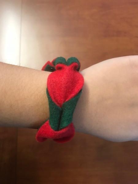 Easy Christmas Felt Garland or Bracelet