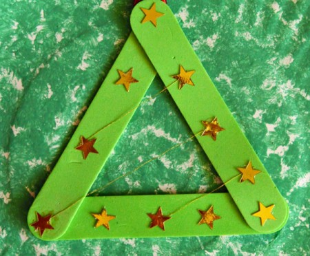 Let It Snow Paper Plate Craft - add gold star stickers over the floss