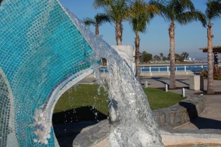 A water sculpture at the Glorietta Bay Park Promenade.