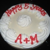 """A bakery cake that says """"Happy 5 years"""" A + M"""