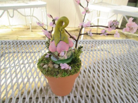 The Smallest Fairy Garden - garden on wire rack