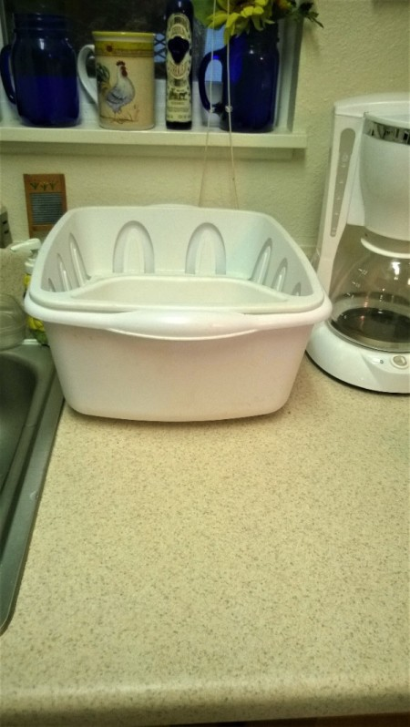 Raising a Dishdrying Tub - dish rack in plastic tub