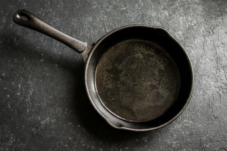 how to clean a cast iron pan video