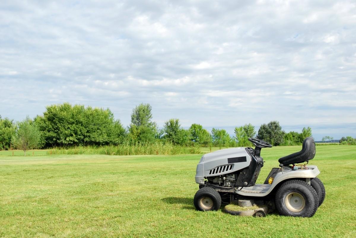 Lawn Tractor Won't Start | ThriftyFun