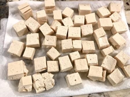 Tofu on paper towel