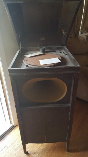 Value of a Pathe Record Player - antique record player