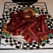 A plate of cooked turkey bacon.