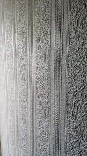 Identifying Anaglypta Wallpaper   - white vertical striped wallpaper