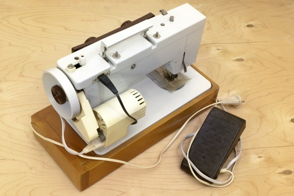 Wiring The Foot Pedal On A Morse Sewing Machine ThriftyFun Adorable Morse 4400 Sewing Machine