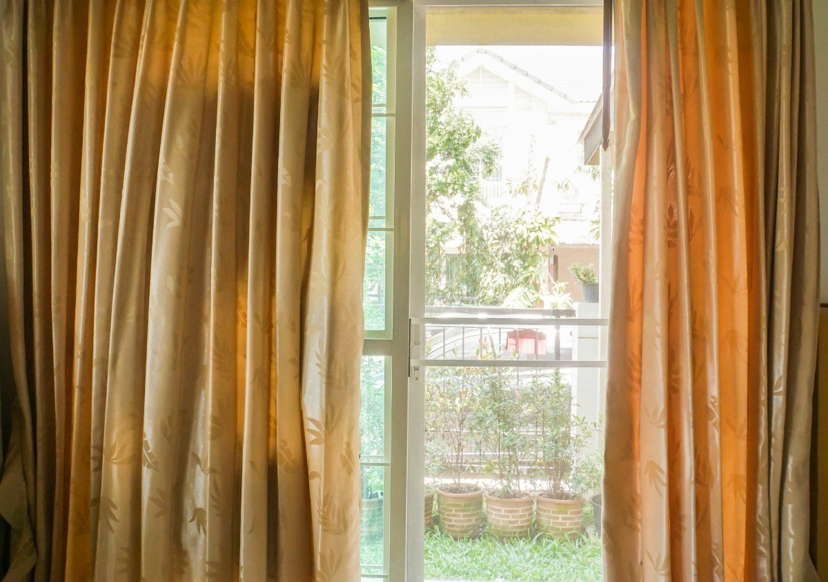 Charmant Cover Sliding Glass Doors To Keep Your Home Cool