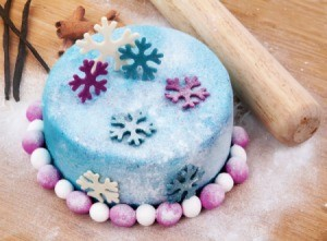 Blue cake with blue and pink snowflakes.